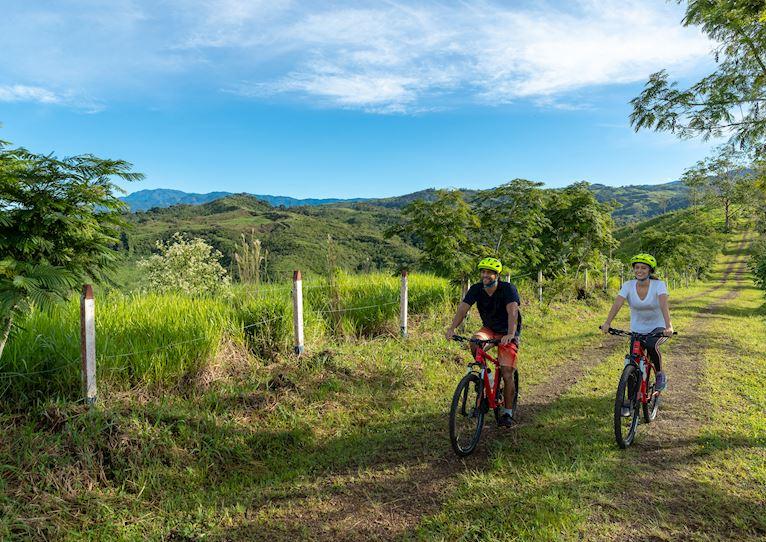 Ciclismo de montaña en Kinkara Luxury Retreat Santa Elena, San José